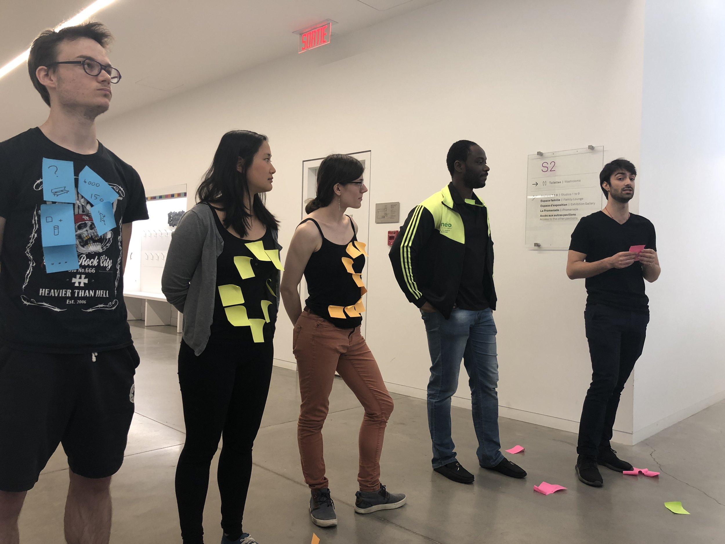 Guillaume Dessevre, Kim-Séang Lauch, Solène Kojtych, Willy Nzale et Philippe St-Aubin, doctorants à l'École Polytechnique de Montréal présentent l'histoire de la découverte du post-it.