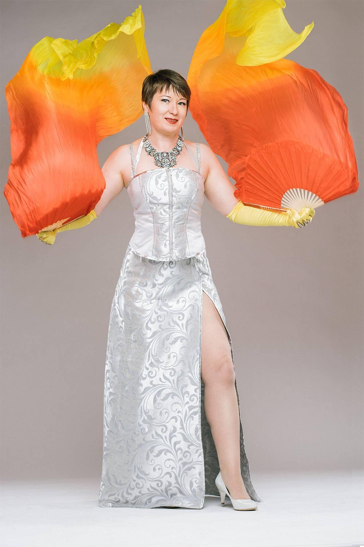 Burleskitaiteilija Cora Garnet Kuva: Karri Harju