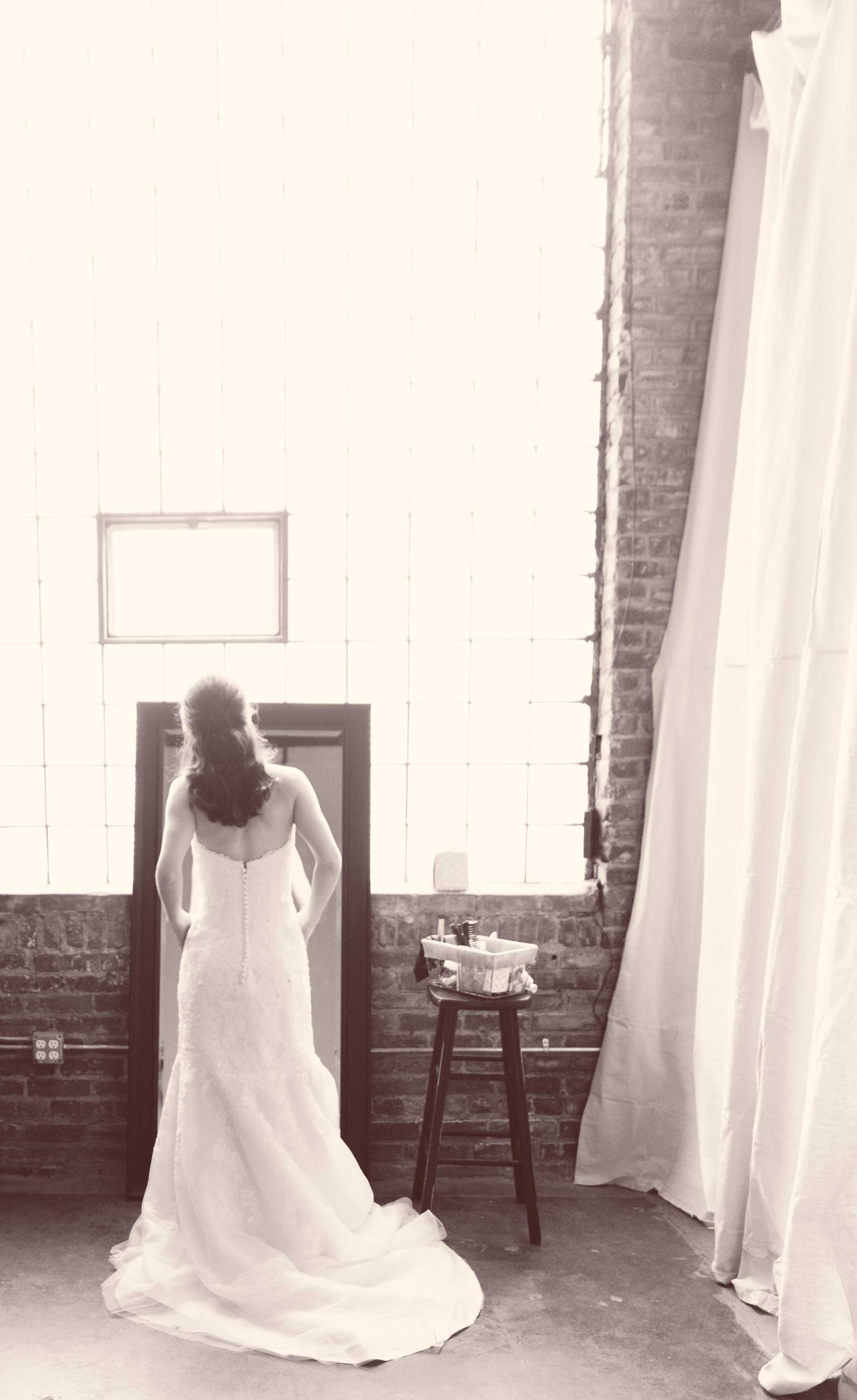 5. A QUIET MOMENT OF AWE AS OUR BRIDE BEHOLDS HER IMAGE IN HER GOWN.