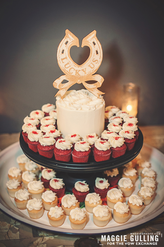 This is the standard Mini-Cake set up with half white cake and red-velvet, for example.