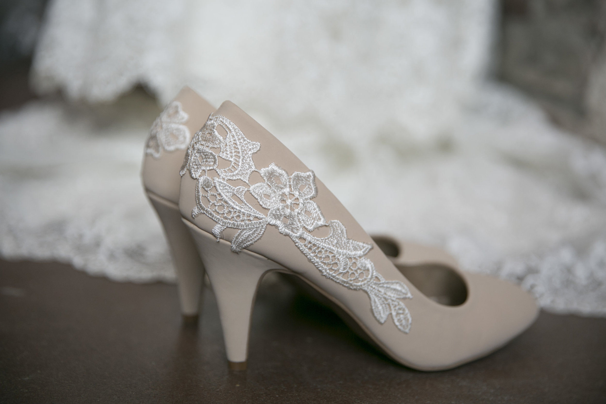 Alicia was decked out with lace from her dress to her shoes!
