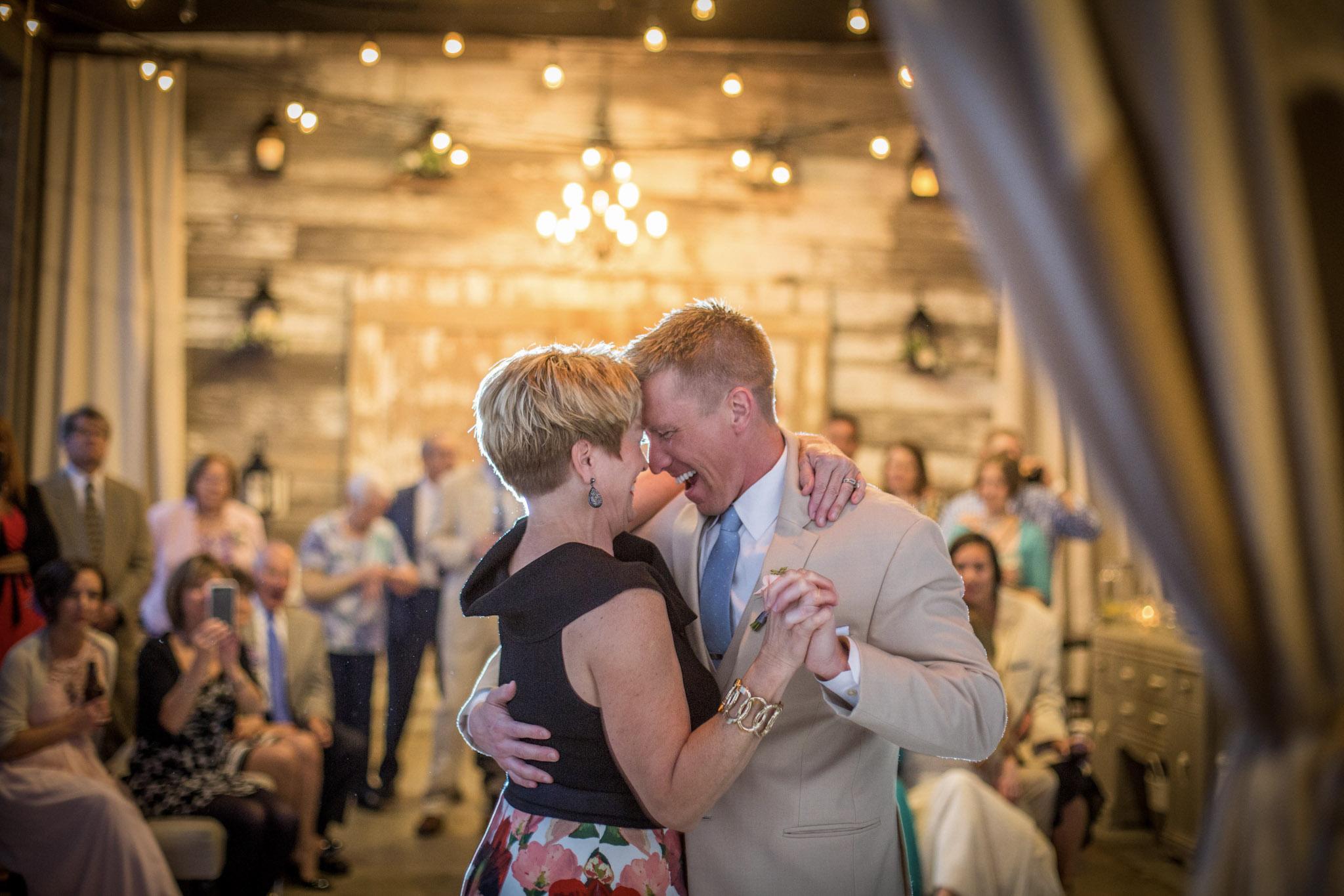 Kansas+City-Small+Wedding-Elope_Intimate_Ceremony_Mother's+Day9.jpg