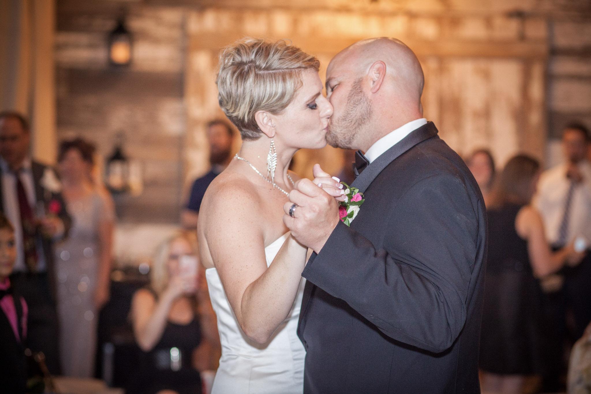 Kansas+City-Small+Wedding-Elope_Intimate_Ceremony_Melanie+David-3-.jpg