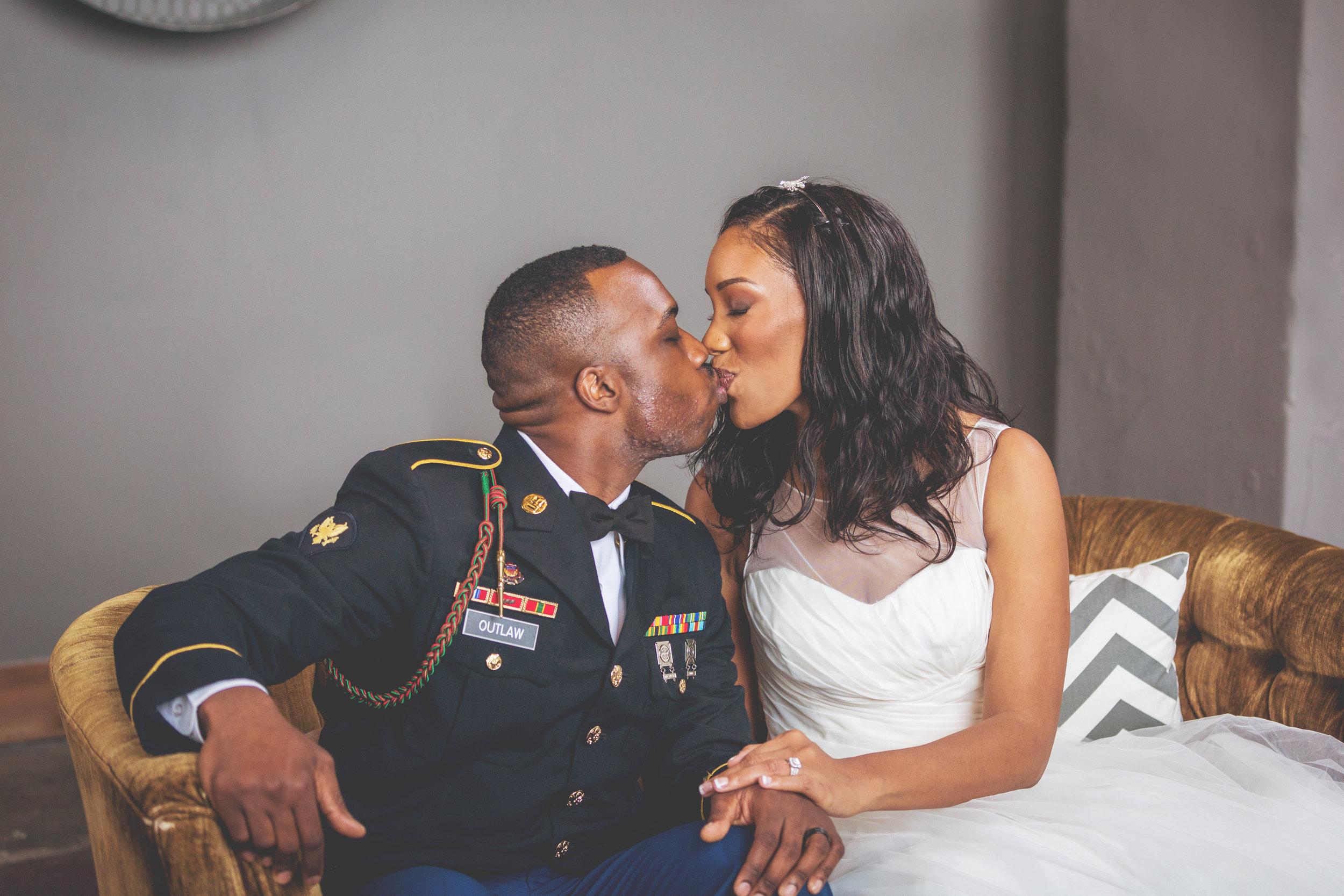 Kansas+City-Small+Wedding_Venue_Elope_Intimate_Ceremony_Memorial+Day_16.jpg