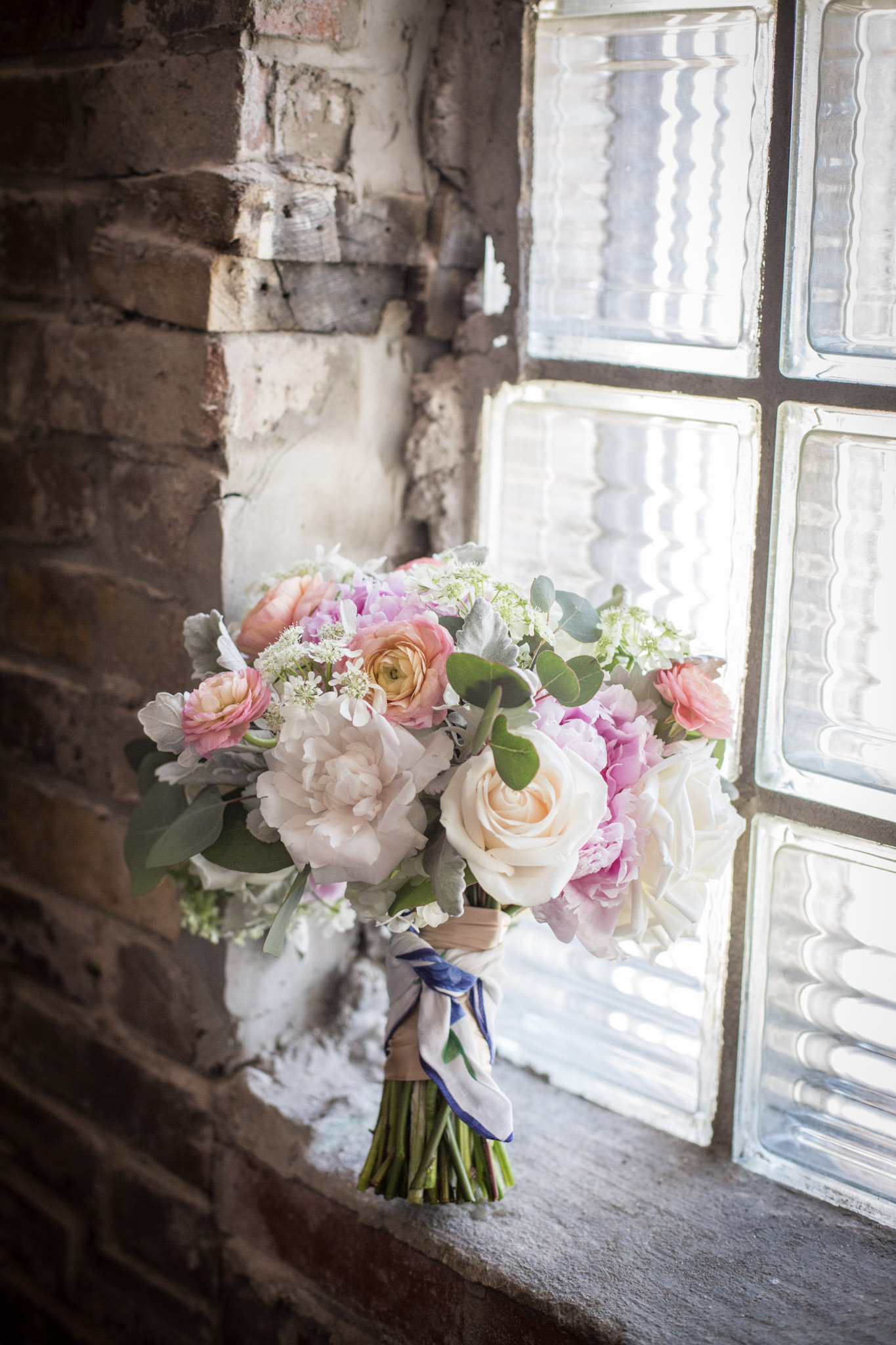 Kansas_City_Small_Wedding_Venue_Elope_Intimate_Ceremony_Budget_Affordable_Summer_Flowers_Jasmine&Reshard_005.jpg