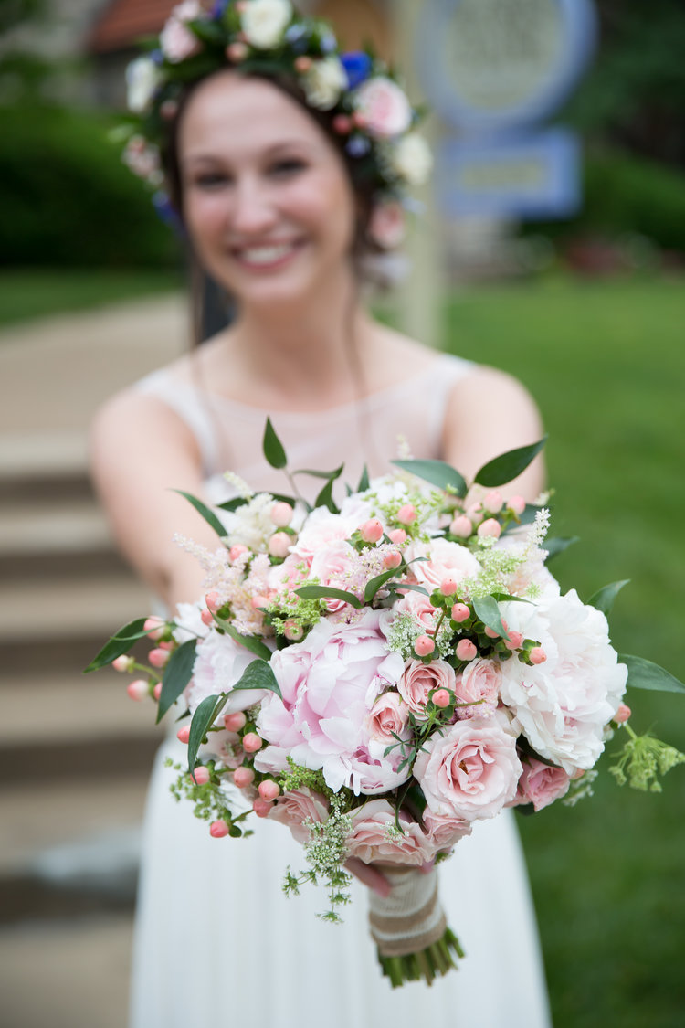FLOWER POWER: OUR 10 BEST SPRING BRIDAL BOUQUETS!
