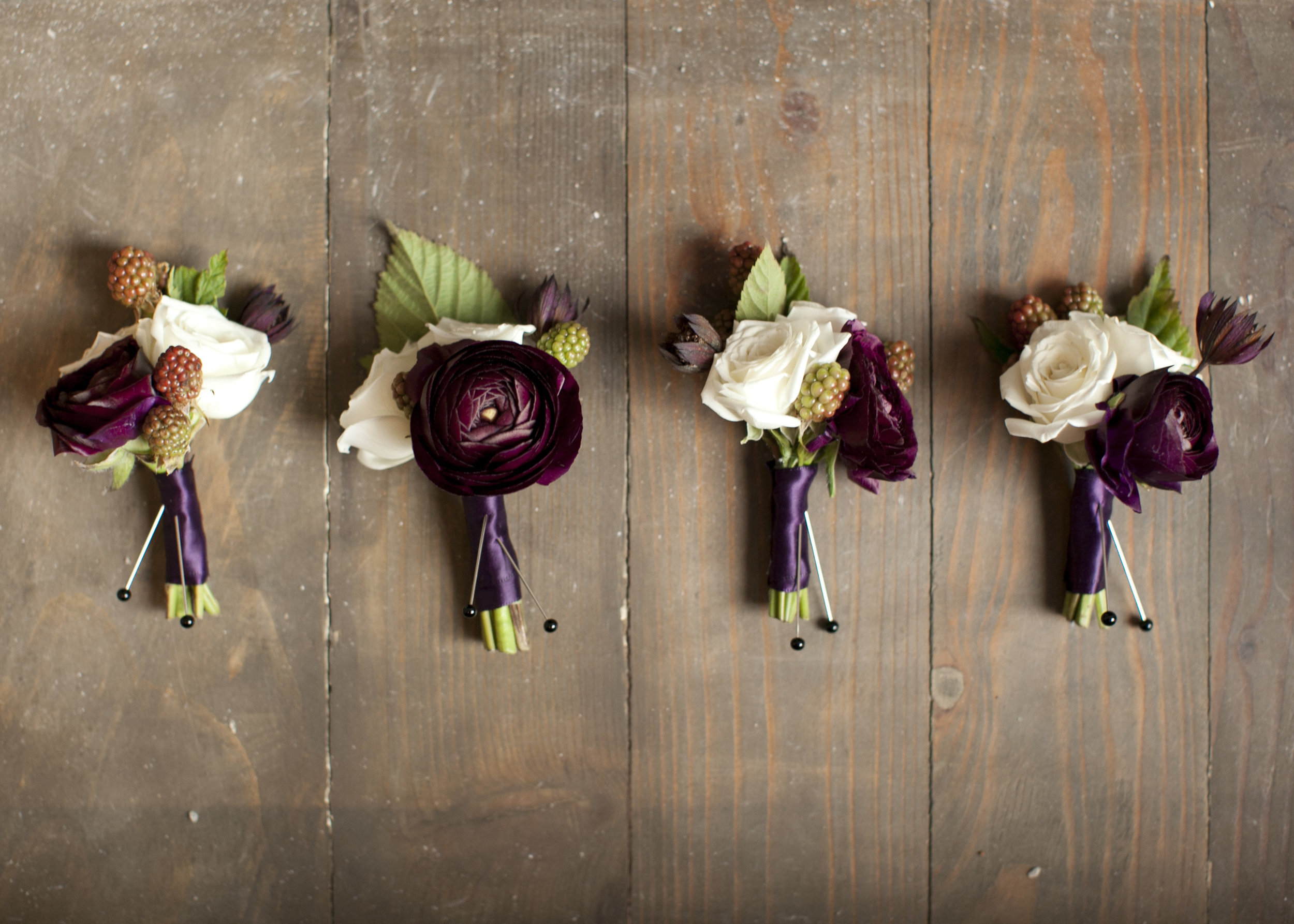 COUPLE'S 2 BOUTONNIERESET - $75INCLUDES:2 GROOM'S BOUTONNIERES• 1 Premium Flower Selection• Assorted flowers with greenery in choice of 2 colors• Hand tied design with ribbon detailing• Delivery to event site (within Kansas City metro)