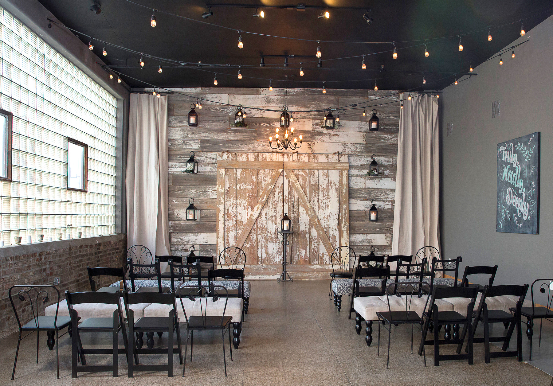 THE VOW EXCHANGE CHAPEL - EXPLORE OUR CEREMONY + RECEPTION PACKAGES AT THIS URBAN & RUSTIC VENUE LOCATION.