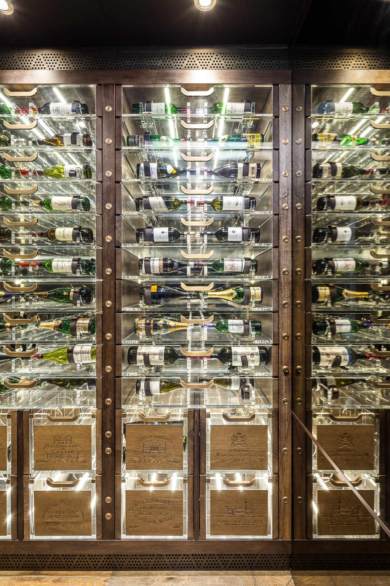 20170313_yacht_wine_cellar_0061.jpg