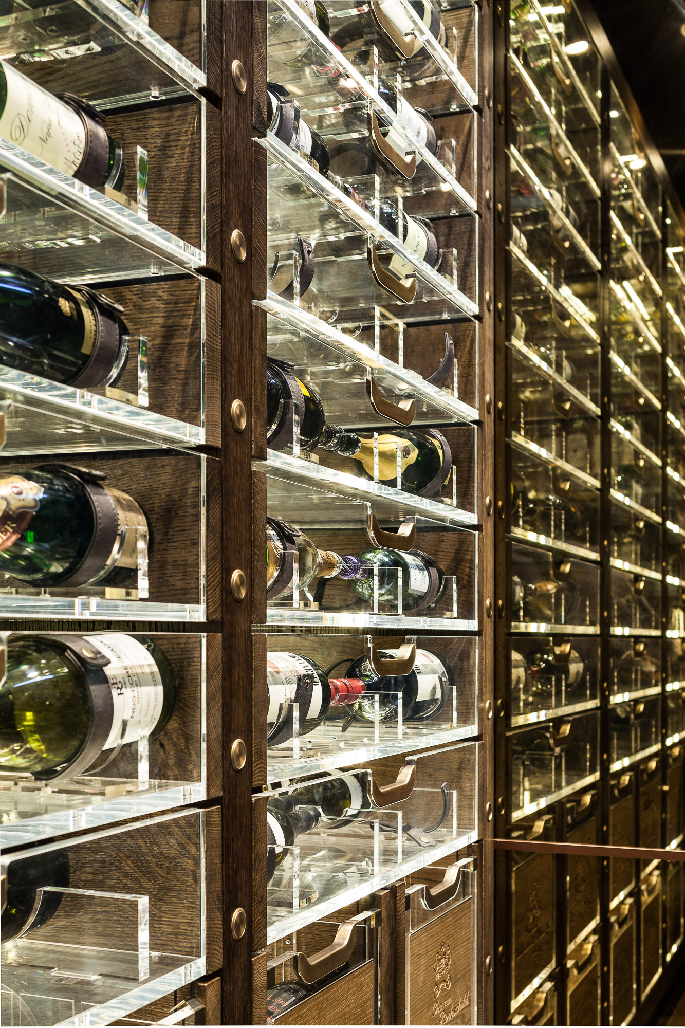 20170313_yacht_wine_cellar_0153.jpg