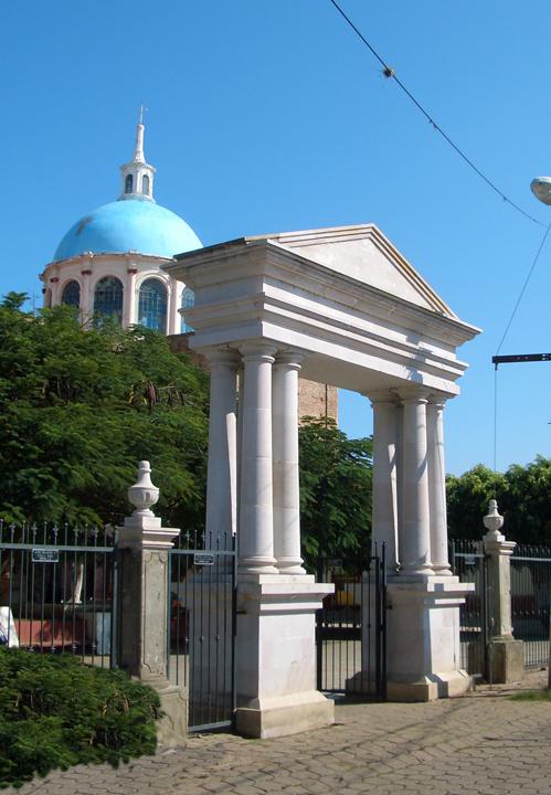 portico-1.jpg