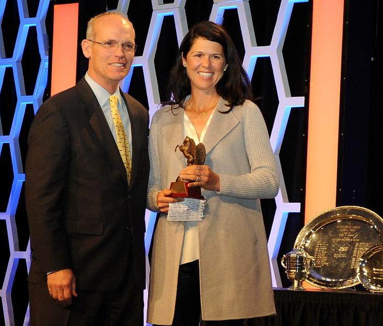 Liza Boyd receiving the USEF Emerson Burr trophy from Bill Moroney.