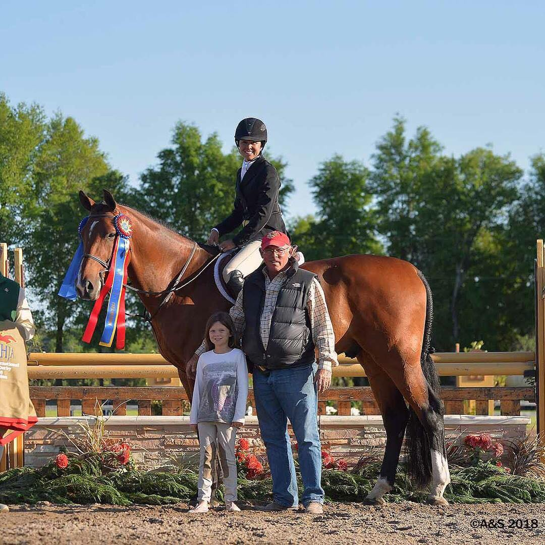 USHJA International Hunter Derby winners Liza Boyd and Clemens, with daughter Elle and father Jack Towell.