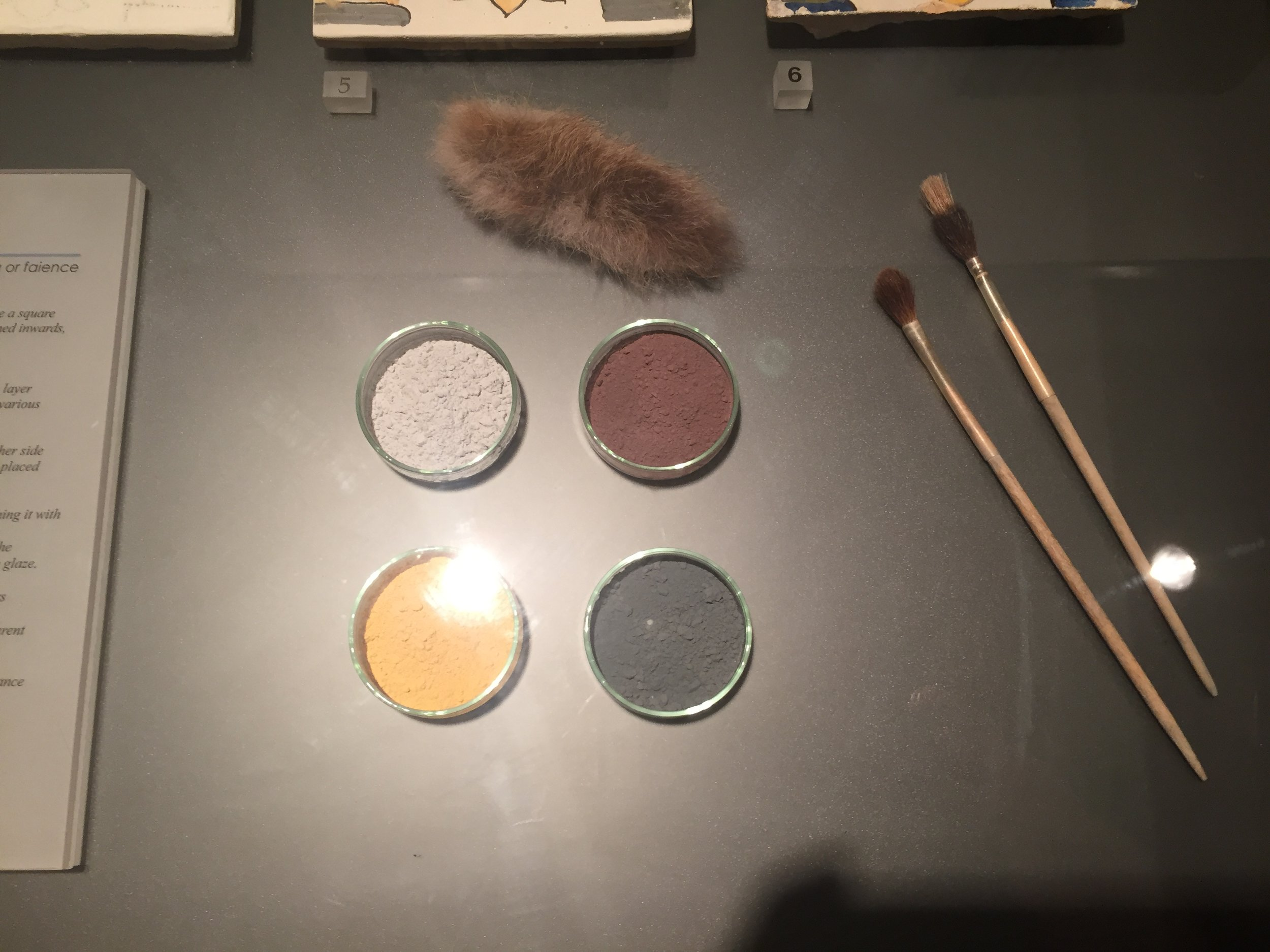 pigments, brushes
