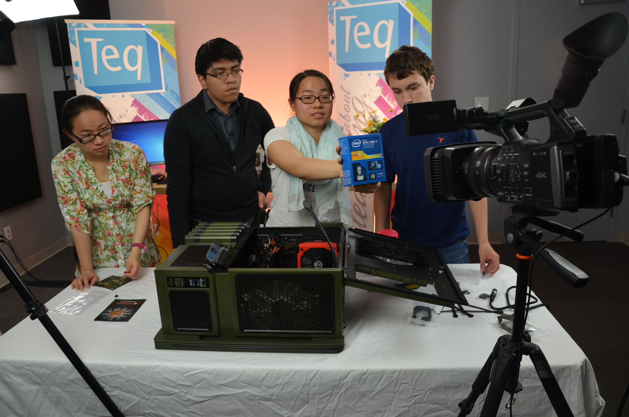 Luis teaching PC Building in 2015