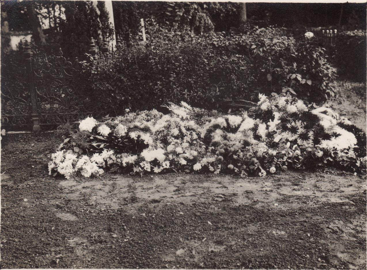 Aida's grave: 1922