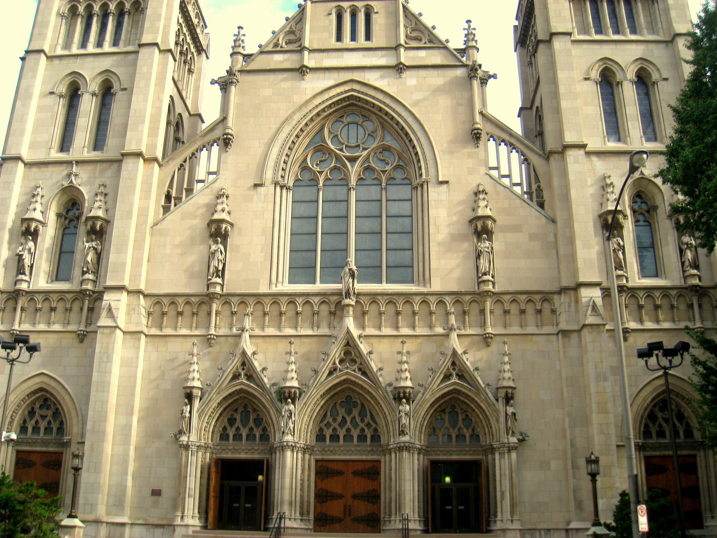 Cathedral_of_Saint_Paul_in_Pittsburgh_-_IMG_1393.JPG