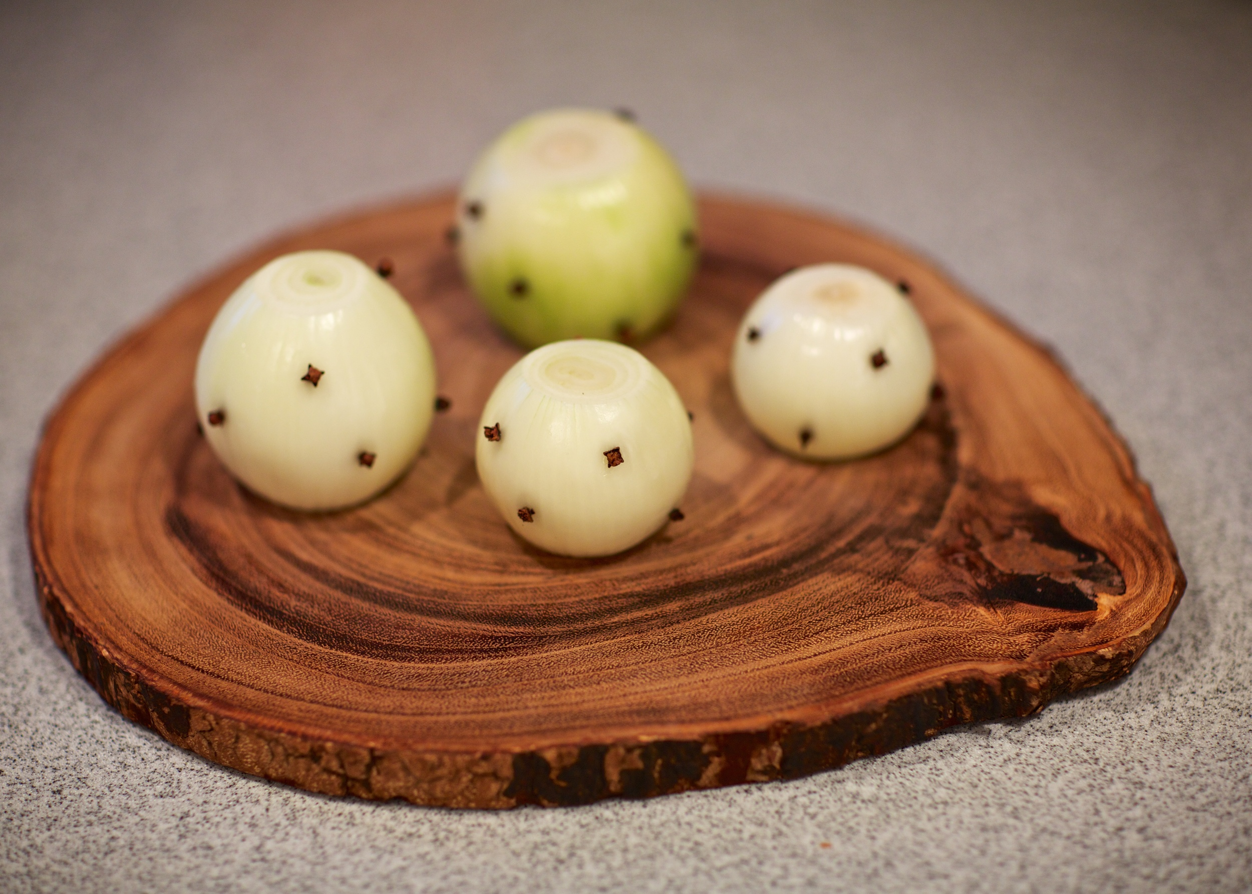 Onions with cloves