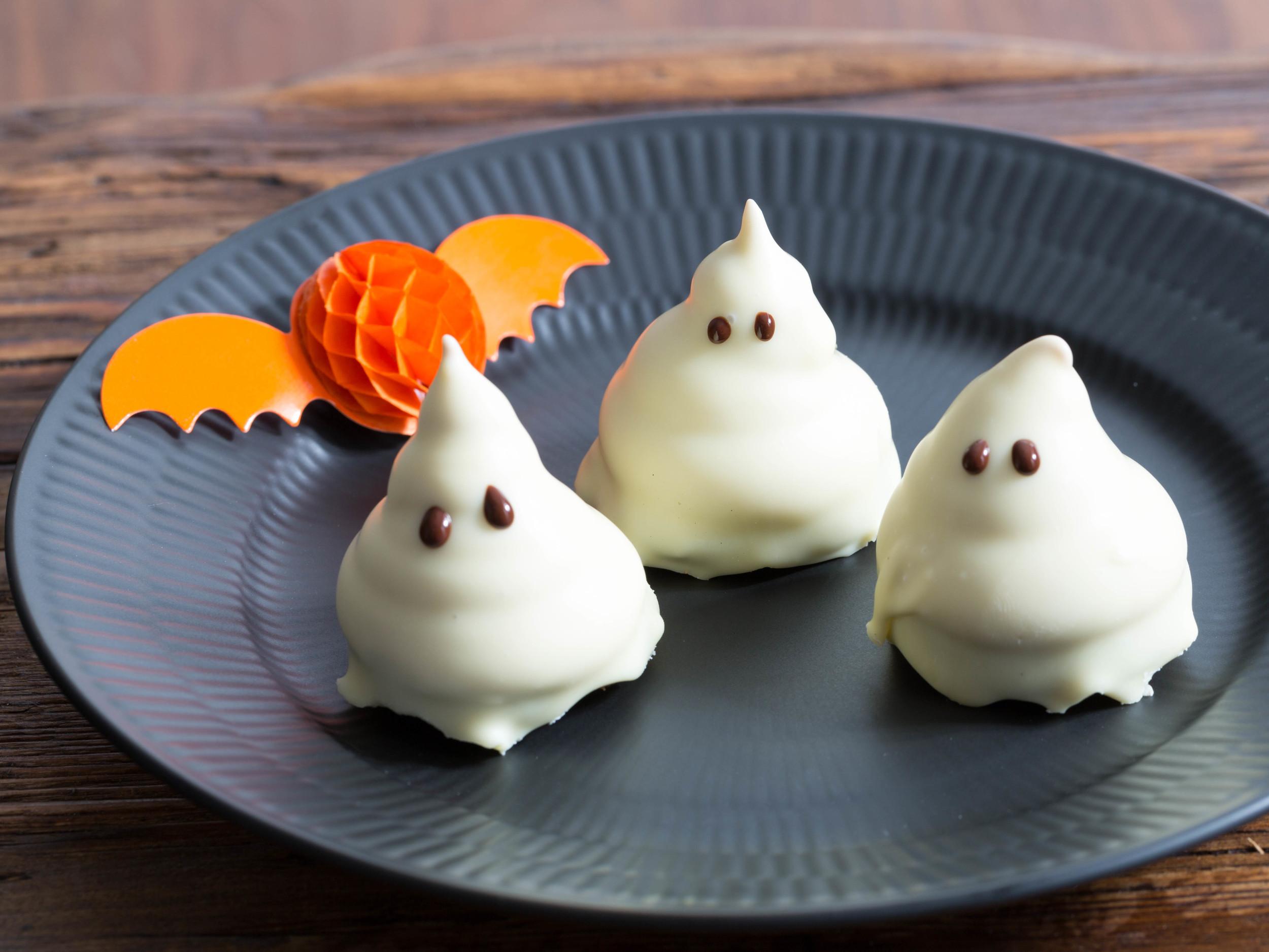 Liquorice Ghosts aka Liquorice Cream Puffs