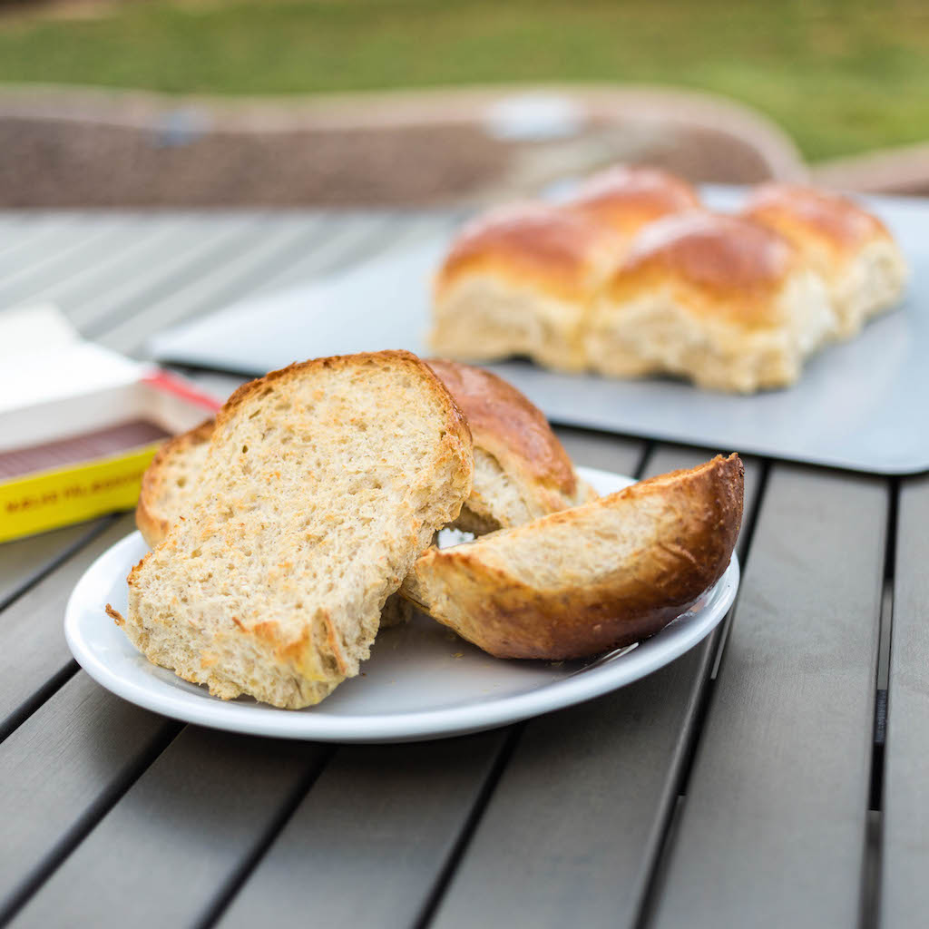 Toasted 3-grain rolls - ristede grove hvedeknopper