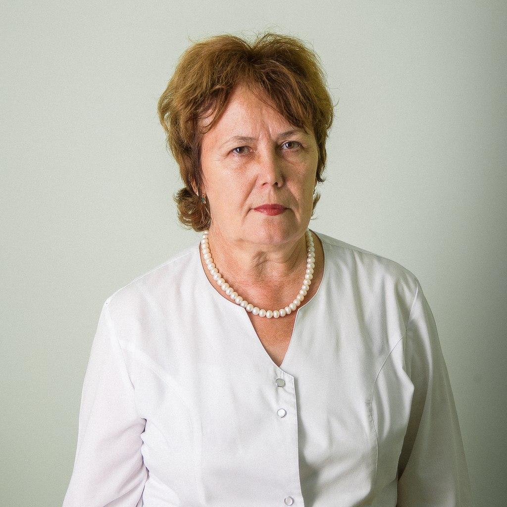 Колтакова Надежда Трофимовна  – врач-рентгенолог.    В центре «МРТ» работает со дня открытия. С 1985 года работала врачом-рентгенологом в отделении лучевой диагностики Алтайской краевой больницы, а также кабинете МРТ, где и работает в настоящее время неполный рабочий день.