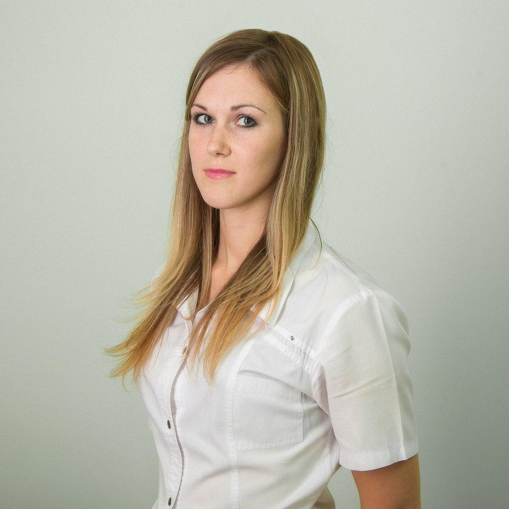 Назарова Виктория Сергеевна  – медицинская сестра с административными функциями.   Работает в центре «МРТ» с 2013 года. До этого работала в поликлинике № 7 г. Барнаула.