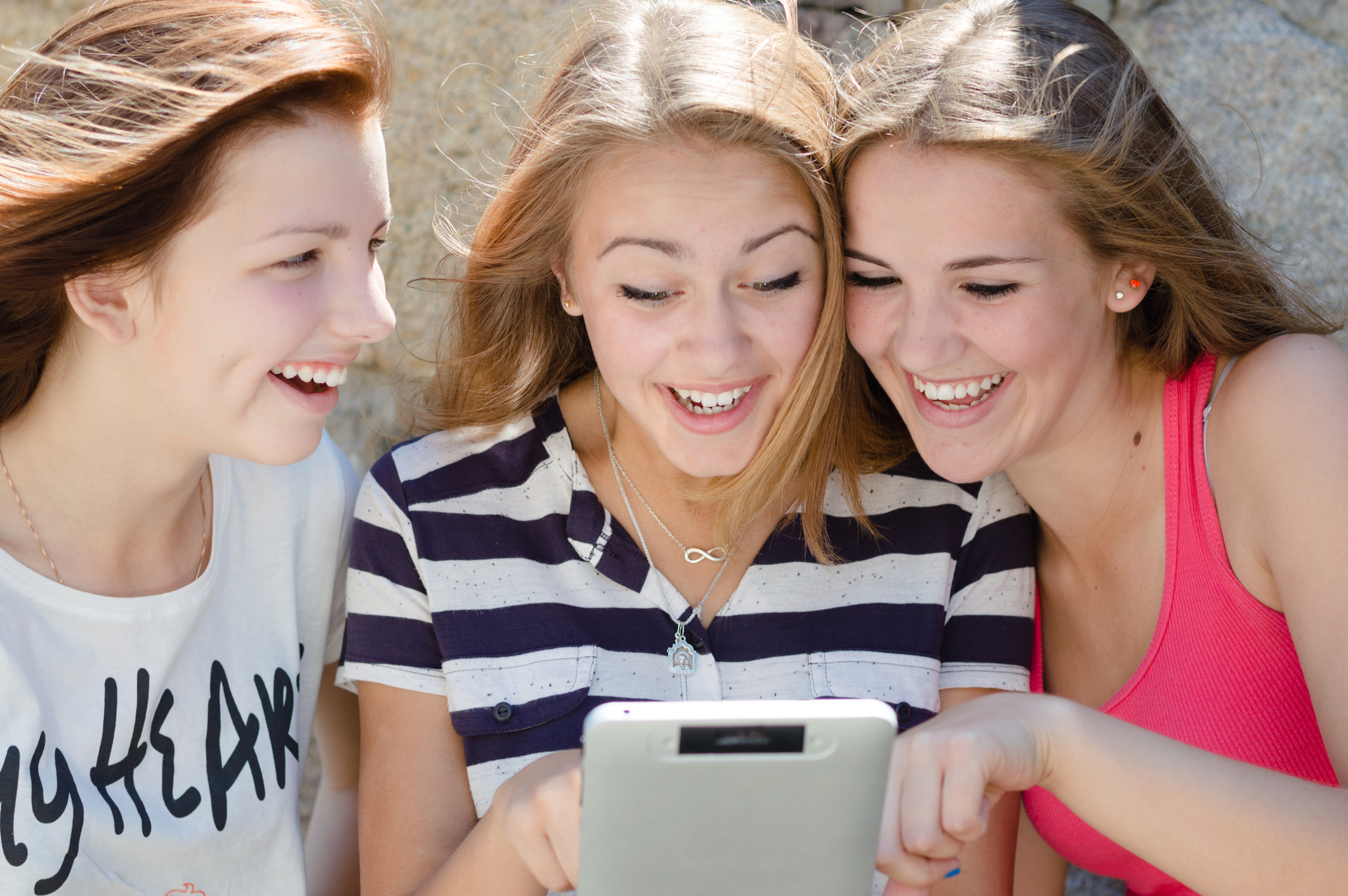 A few Smart Girls checking out the latest in news and recipes for teenage vegetarians (I mean, what else would they be doing?!)