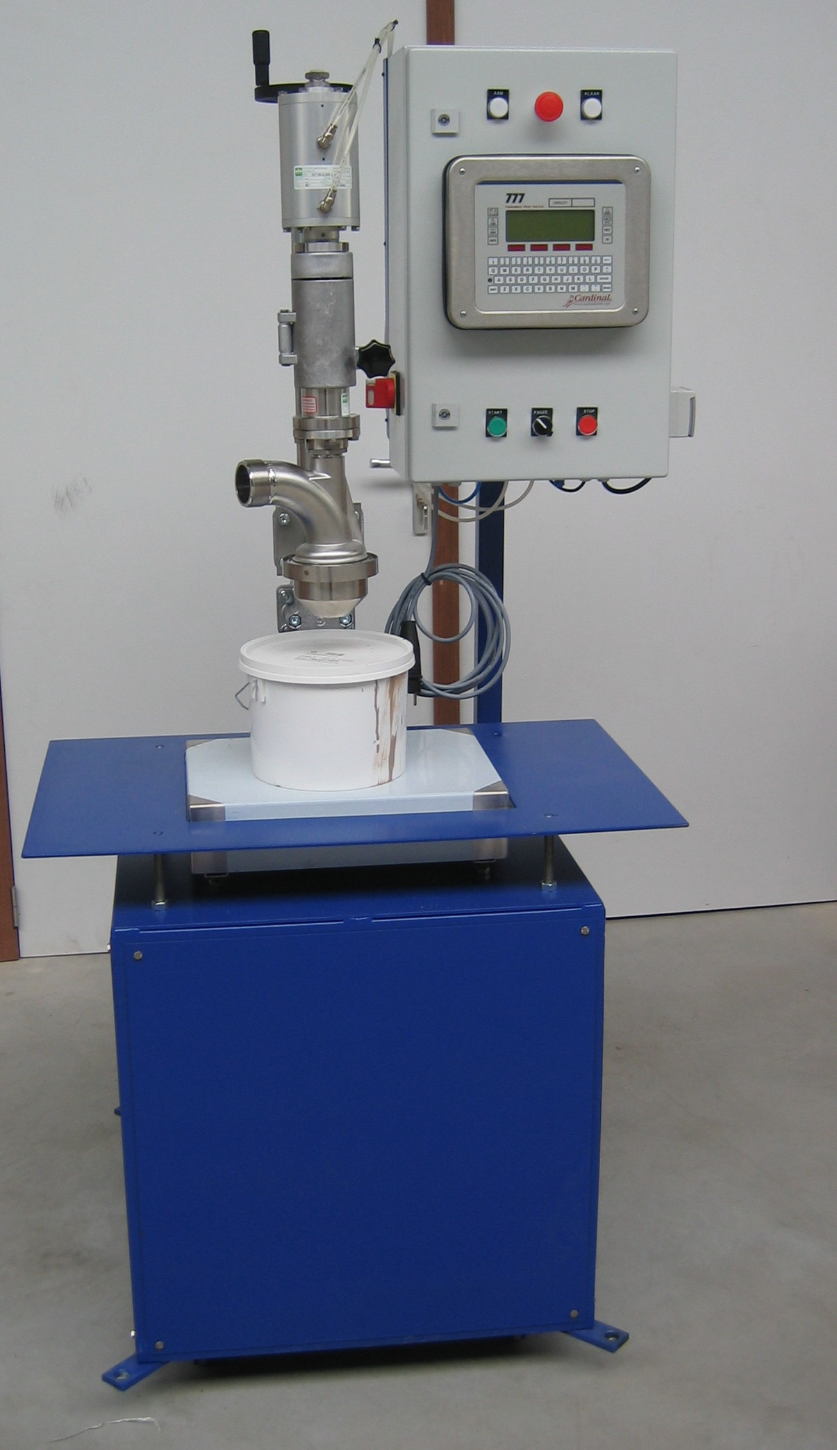 Semi-automated mobile filler for liquids, e.g. paint, glue, sauces, ...