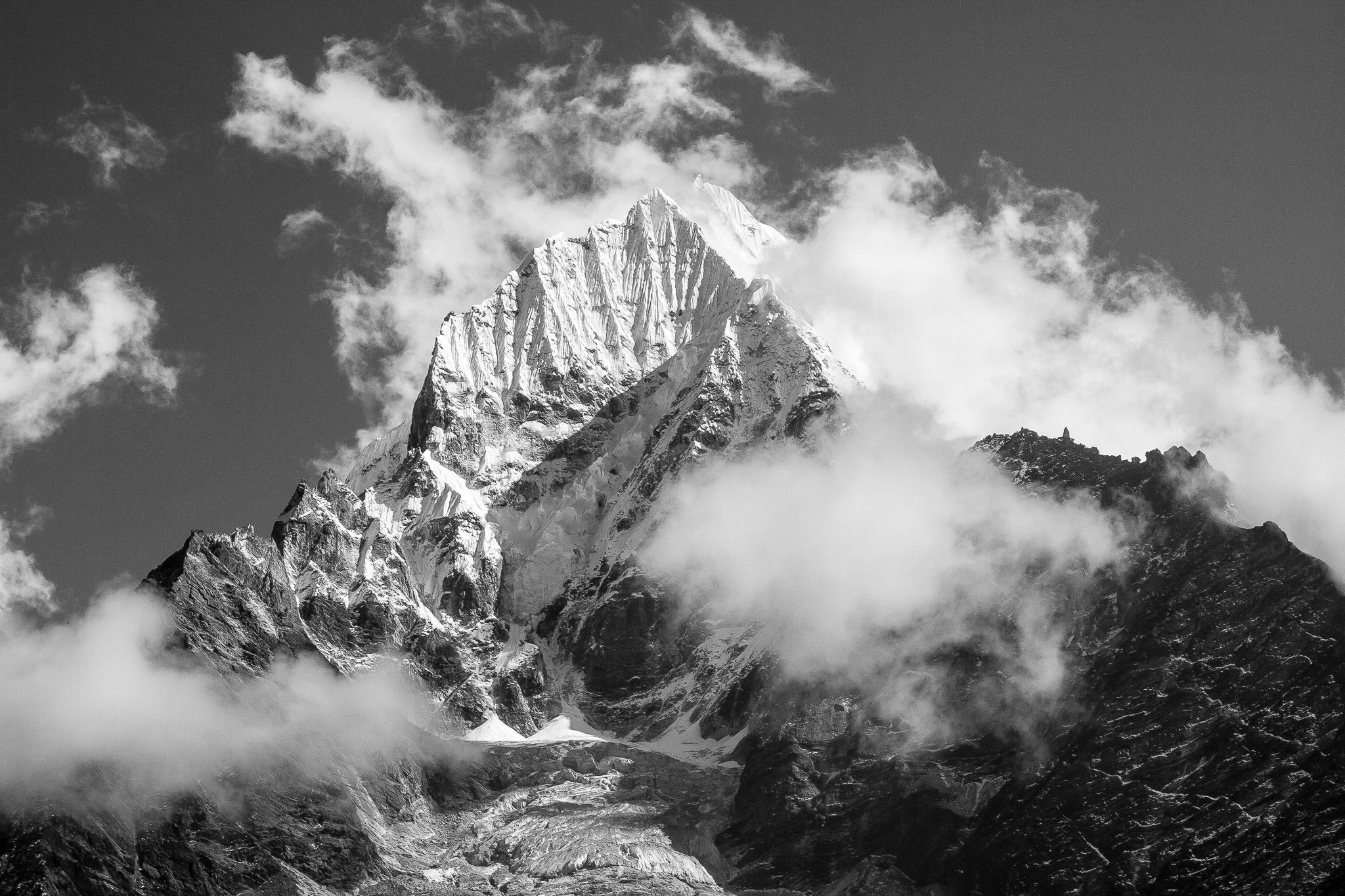 Mt. Thamserku (6623m)