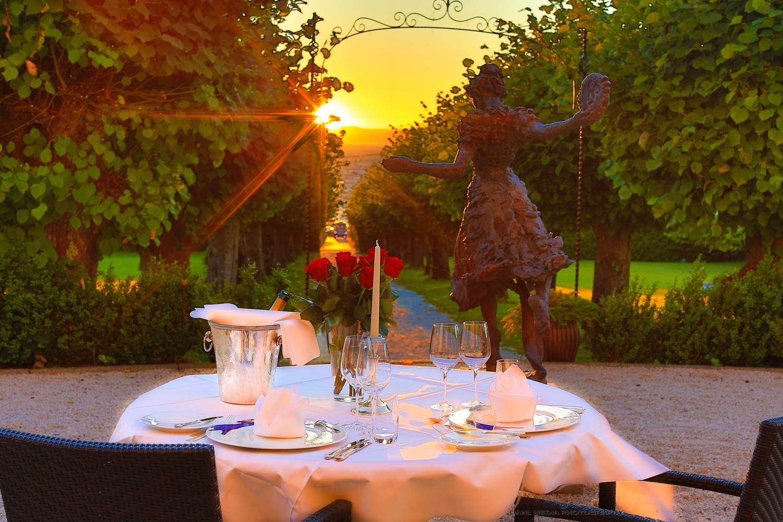 Kom til dekket bord og en fantastisk utsikt