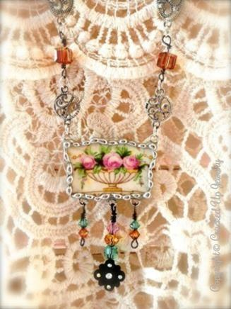 A lovely vintage style antique china necklace! Complete with wonderful filigree and crystal embellishments.