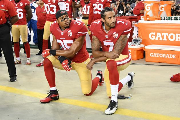 Eric Reed and Colin Kaepernick kneel for the national anthem/ The Sporting News