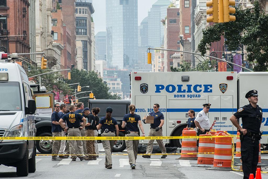 NY streets shut down by bomb blasts/ NY Daily News