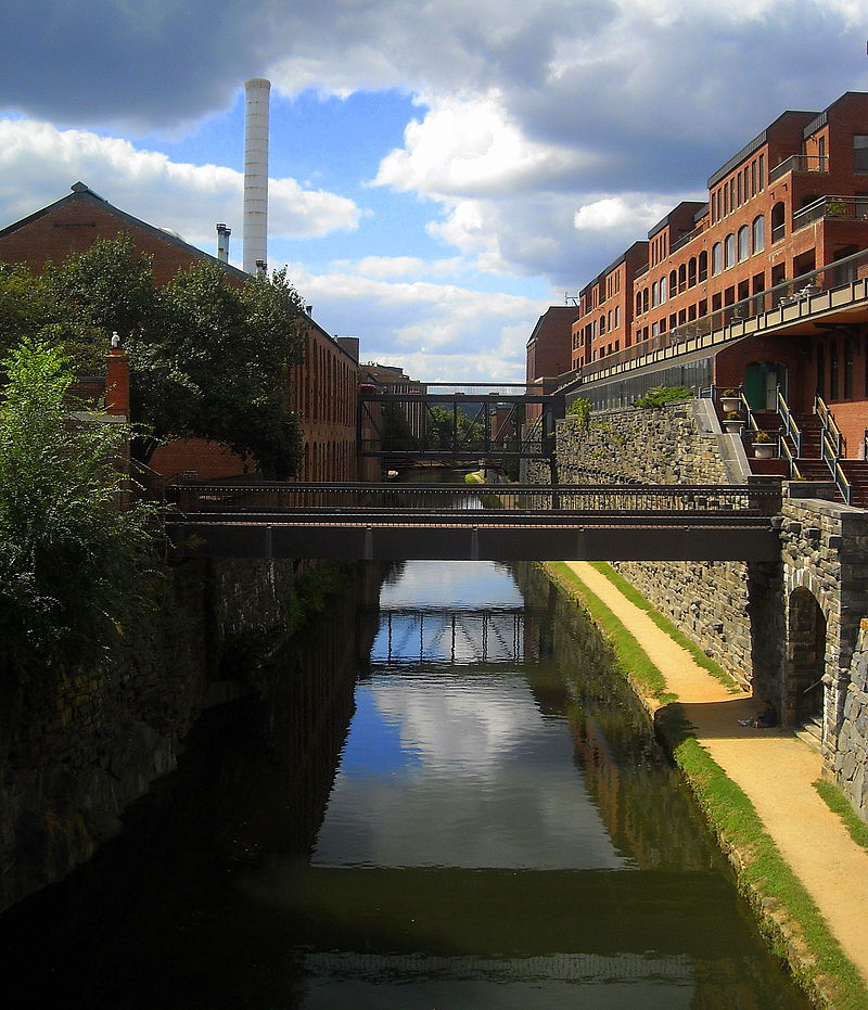 800px-C&O_Canal_-_Georgetown.jpg