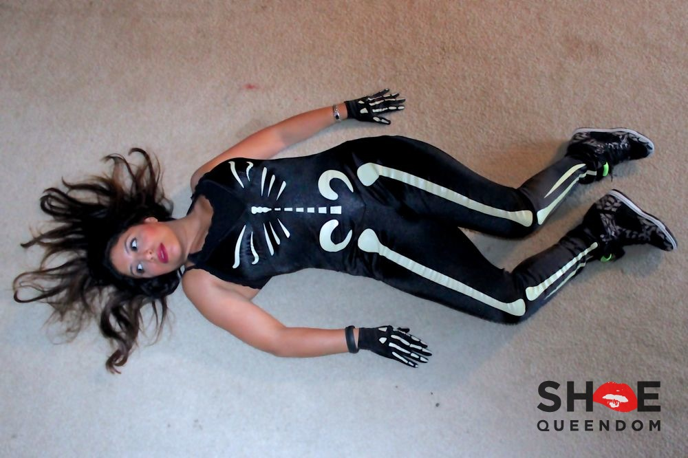 Skeleton Halloween 2012 - 1.jpg