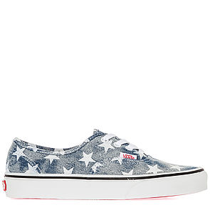 American pride vibes with this vintage looking pair of low tops! Pair with short-shorts, so cute!