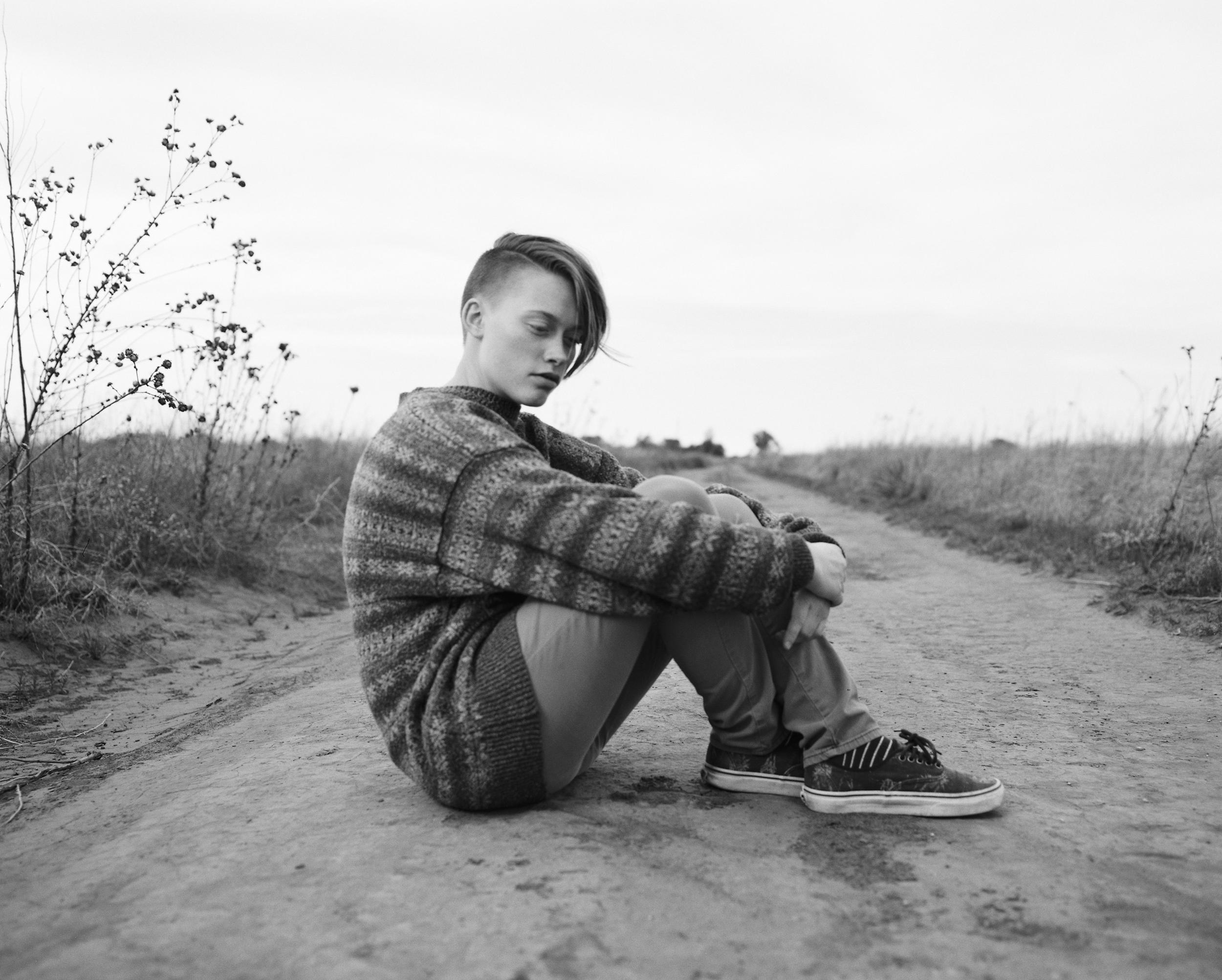 high-school-senior-photography-dirt-road
