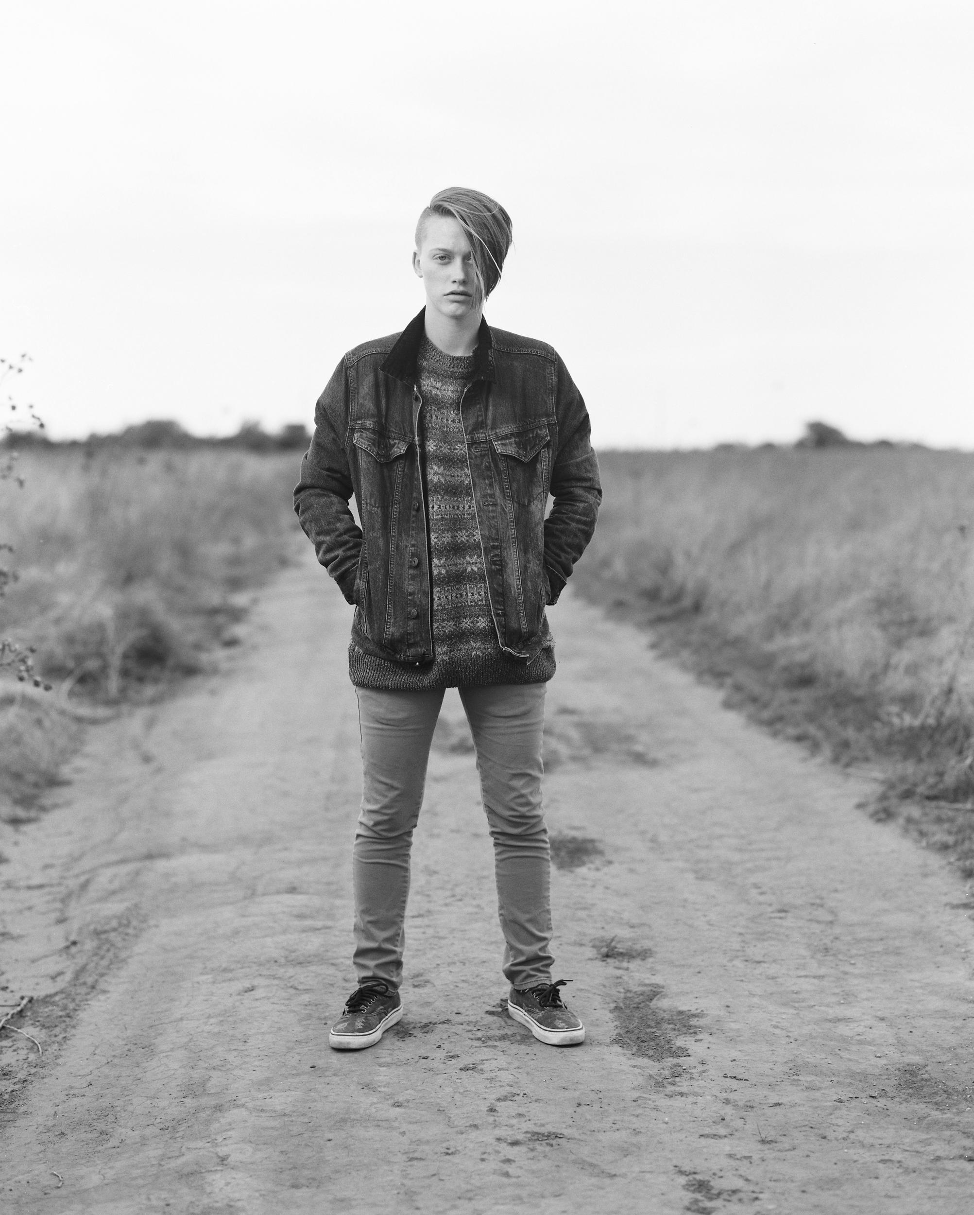 denim-jacket-vans-dirt-road-standing-pose