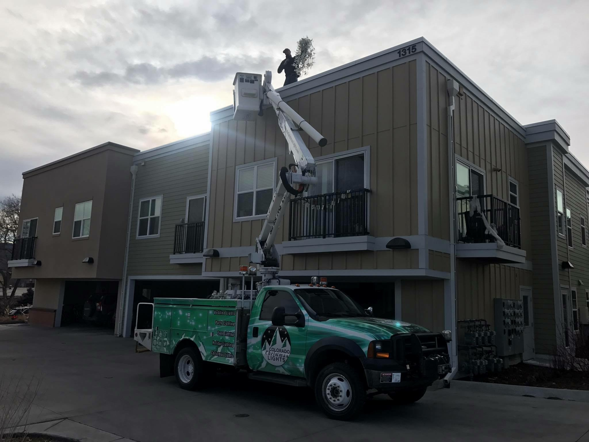 Accessing an apartment community roof is made easy with our 43foot man lift.