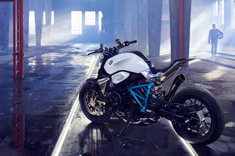BMW moto 2.jpg