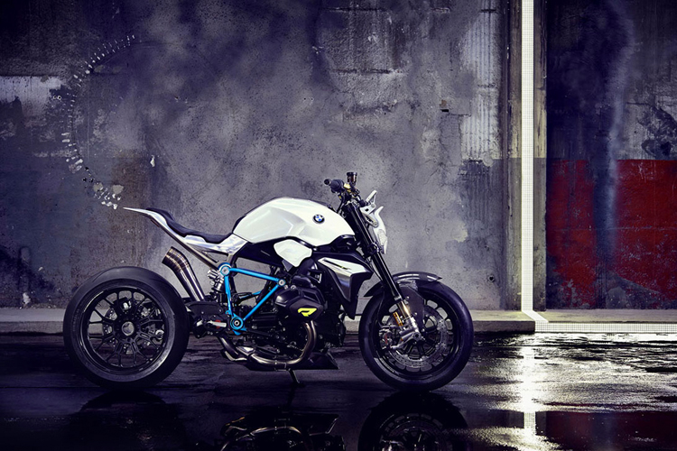 BMW moto 1.jpg