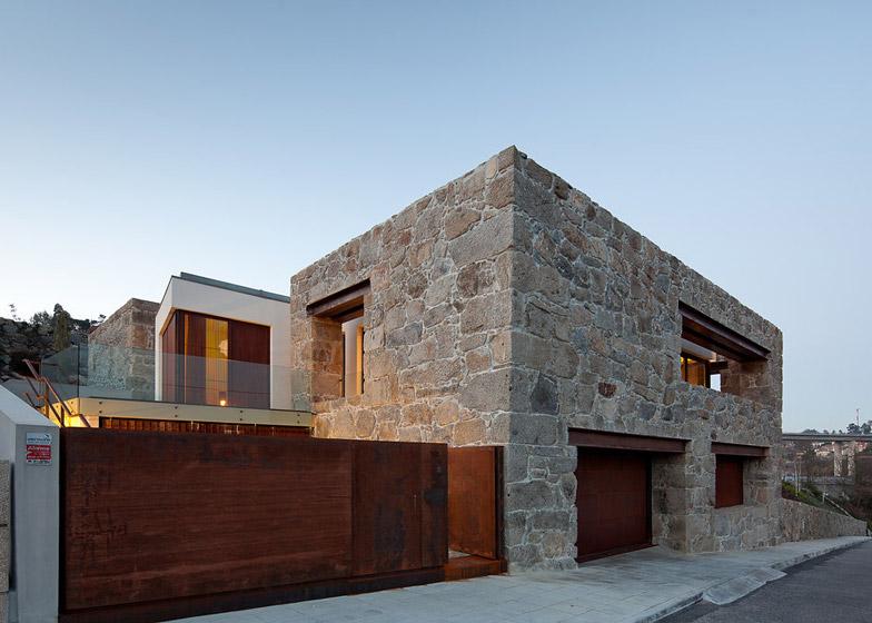 RM-House-in-Felgueiras-Portugal-by-Fernando-Coelho_dezeen_784_34.jpg