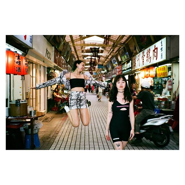 跳跳 life.  #contaxt2 #venus800 #fujifilm #girlsquad #jumplife
