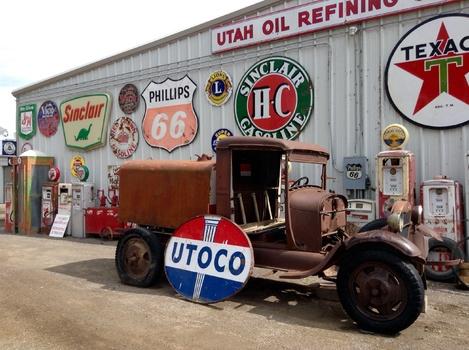 Utoco Sign