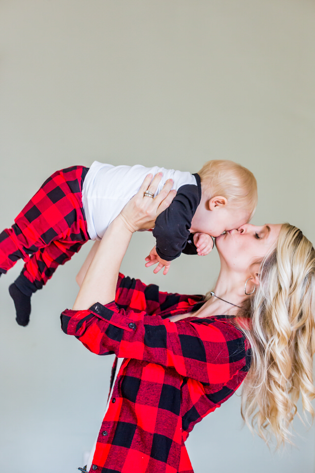 Mom kisses her baby during a Anderson, Indiana photo session