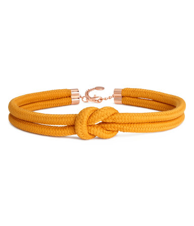 The perfect accent belt with neutral dresses  Braided Waist Belt / $18 / H&M