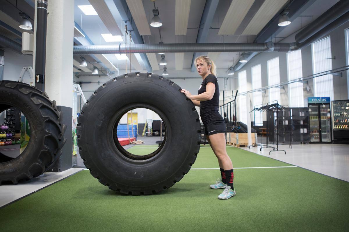 massive performance ssk63 sveriges starkaste kvinna -63kg Therese beirup däck.jpg