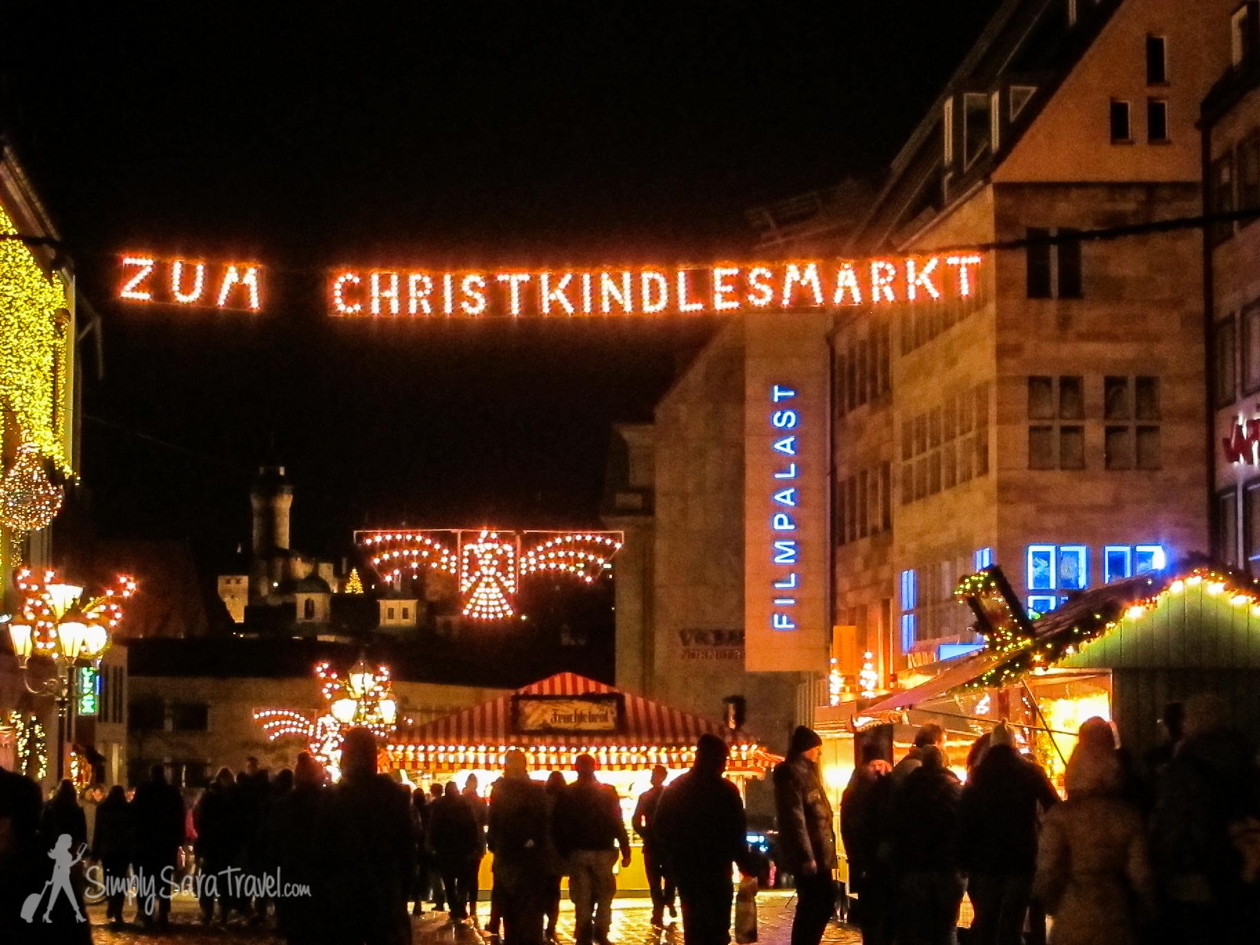 """To the Christmas market"" sign inNürnberg"
