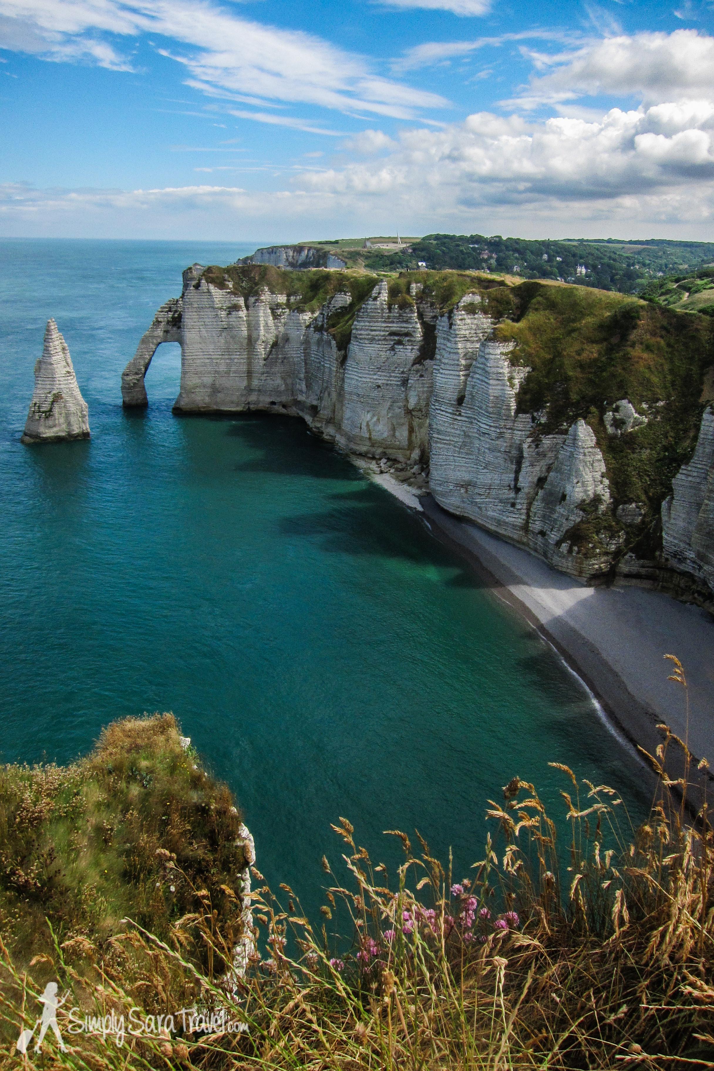 The beautiful white cliffs ofÉtretat that make up part of France's La Côte d'Albâtre ( Alabaster Coast ). (July 2013)