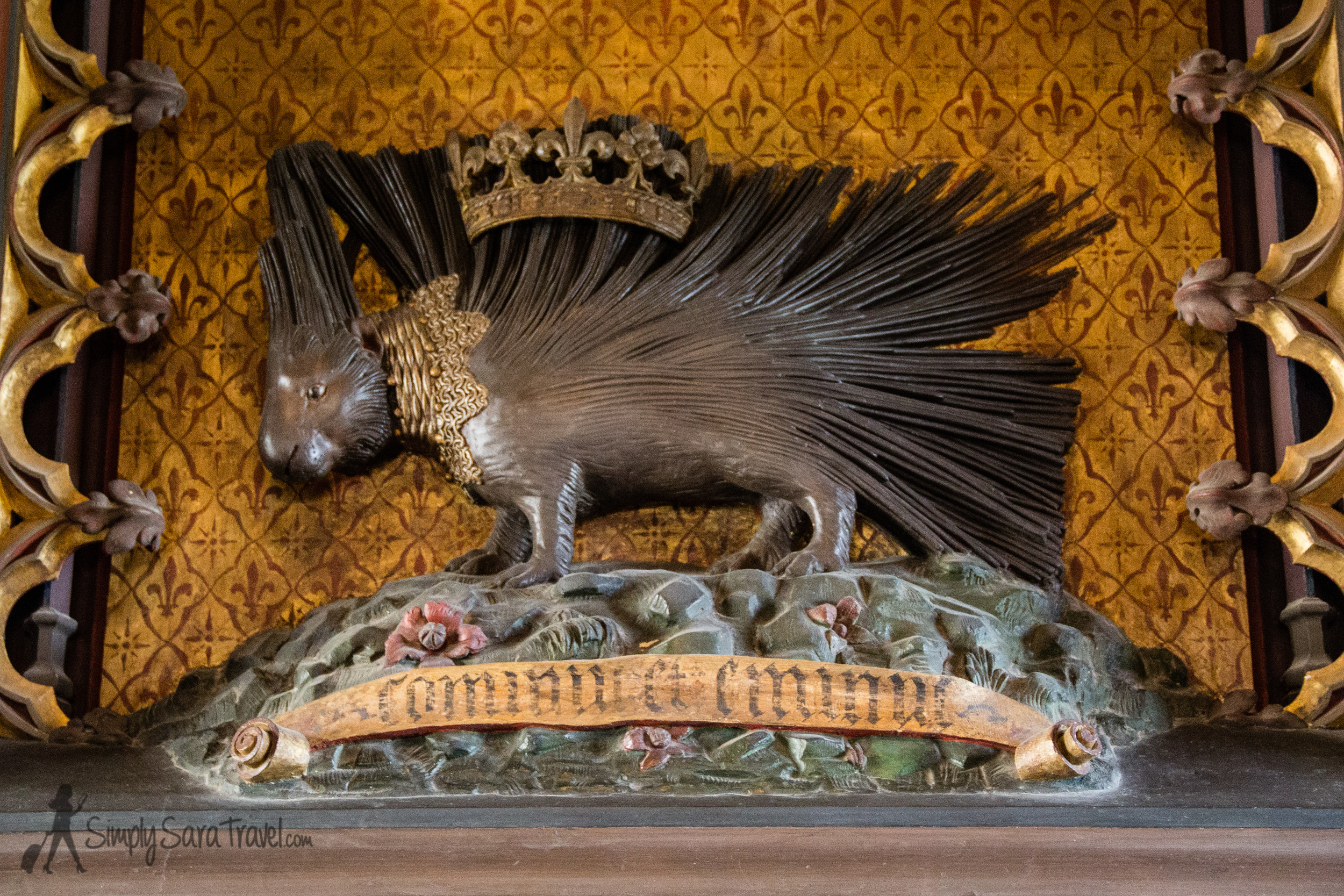 A crowned porcupine, a symbol of King Louis VII